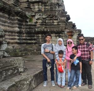 Heru Susetyo Family in Angkor Wat Cambodia